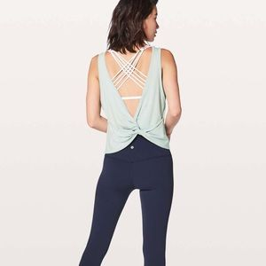 NWT Lululemon Twist it Tank size 6!